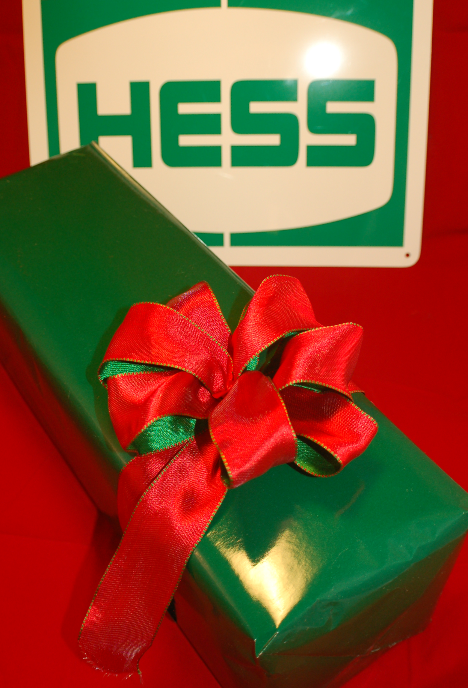 Hess Gift Wrapping – Hess Toy Store